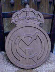 Escudo Real Madrid tallado en madera de roble