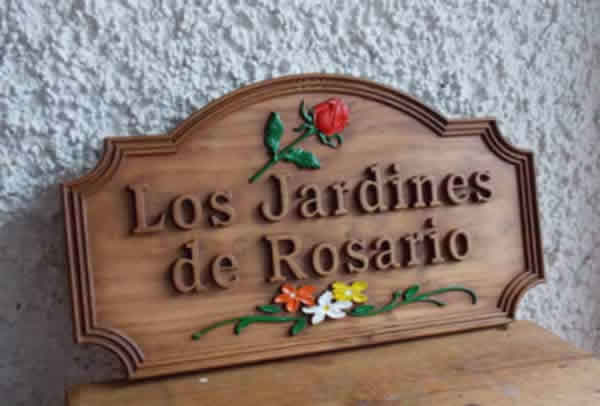 cartel tallado en madera para jardin